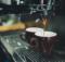 Kavos aparatas daro kavą
